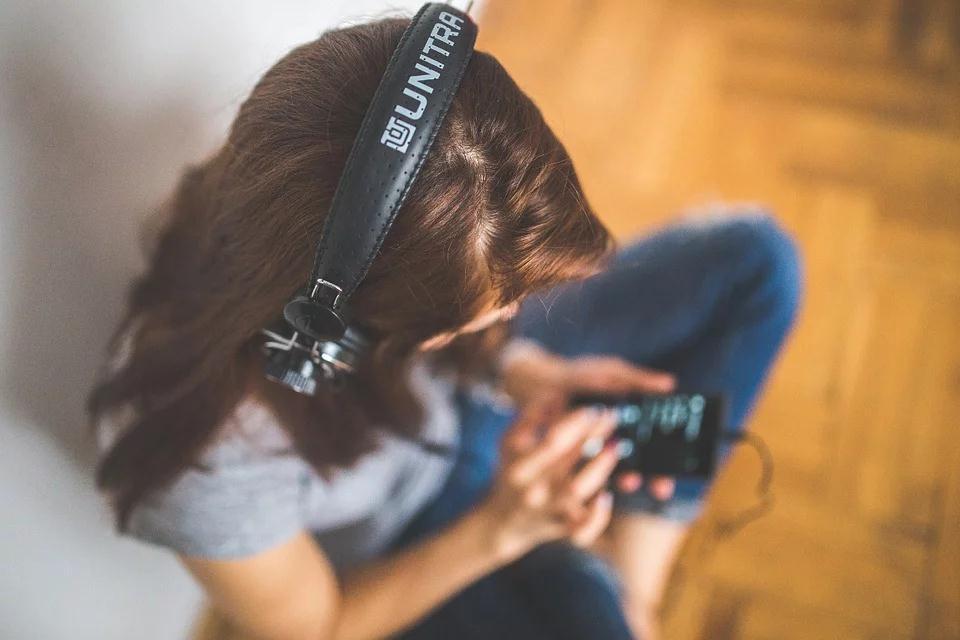 right headphone amp